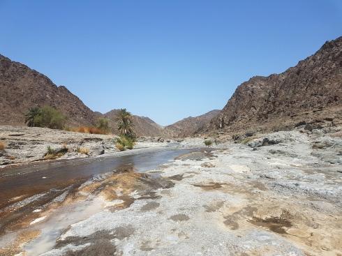 Wadi Al Abyad à Oman par elle a 40 ans